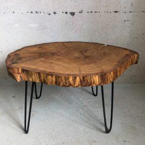 Baumscheibentisch aus Eichenholz