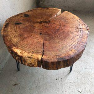 Eichenholztisch als Baumscheibe