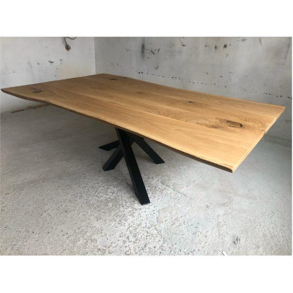 Baumkanten Esstisch aus Eichenholz