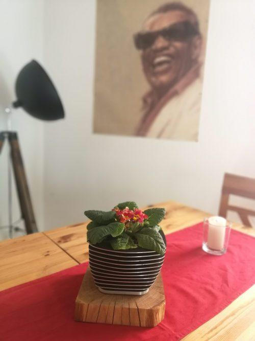 Holzklotz Eiche als Blumentopfsockel