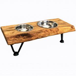 Futterstation für Hunde aus Holz mit Baumkante