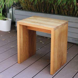 moderner Hocker aus Holz